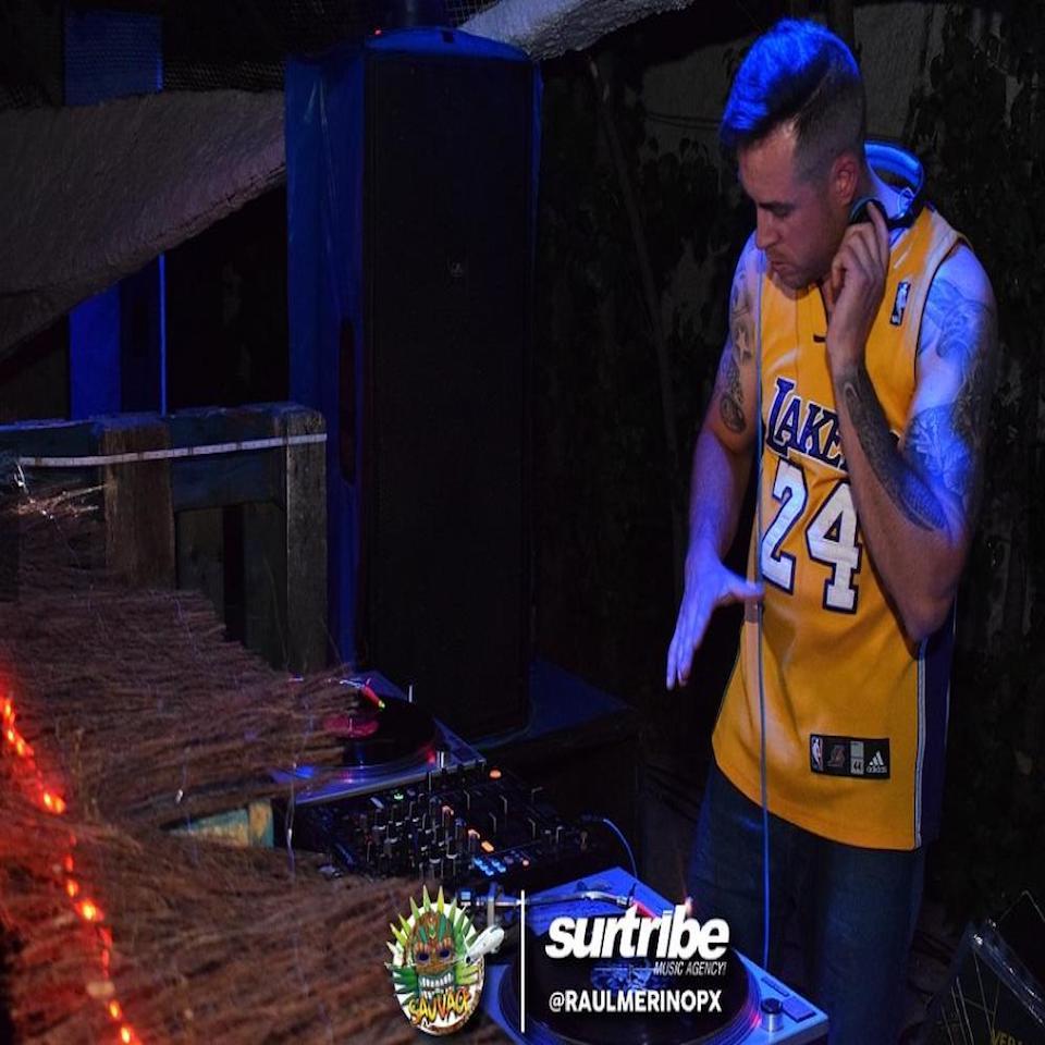 DJ TOÑO